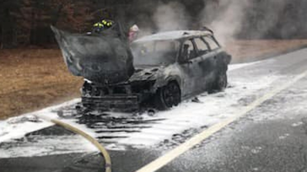 No one injured in Maine Turnpike car fire in Falmouth | WGME